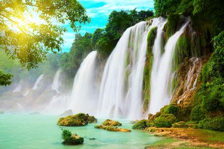 cascades: Detian of Ban Gioc waterval langs Vietnamese en Chinese boord.