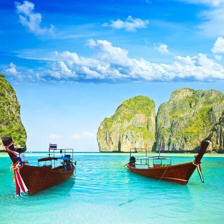 Bateaux traditionnels longtail à baie de Maya. Thaïlande
