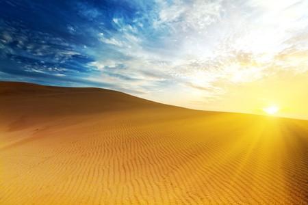 duna: Desierto Arenoso en momento de la salida del sol. Vietnam. Ne MUI  Foto de archivo