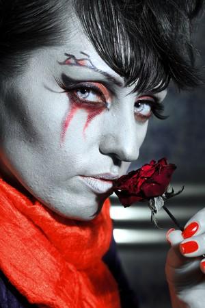 ghost face: Donna come un vampiro. Arte del volto di Halloween