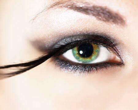 falso: Maquillaje de moda con las pestañas falsas de plumas Foto de archivo