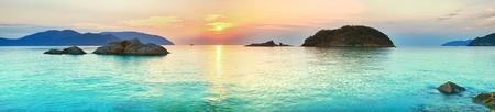 panorama beach: Alba sul mare. Con Dao. Vietnam