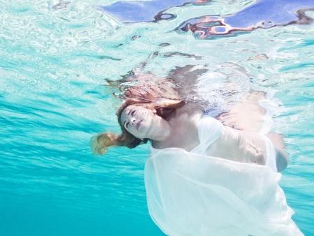 Fashion beautiful woman underwater like a mermaid 免版税图像