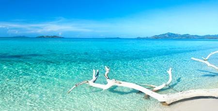 panorama beach: Spiaggia tropicale Malcapuya alla giornata di sole estivo. Panorama Archivio Fotografico