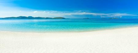 panorama beach: Panorama della spiaggia tropicale di sabbia Malcapuya Archivio Fotografico