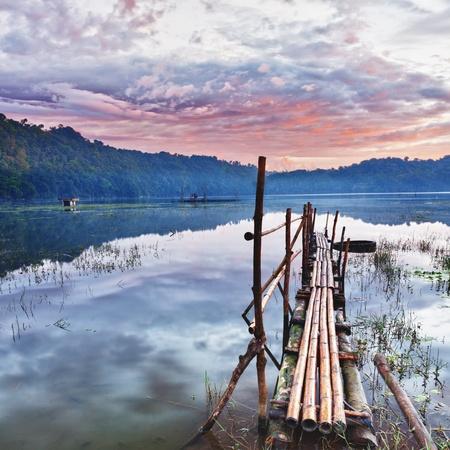 Tamblingan meer bij zonsopgang tijd Stockfoto