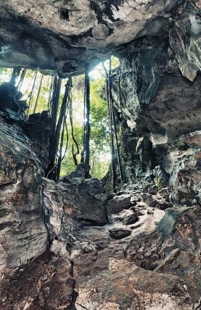 cueva: Vista desde la cueva de los murci�lagos Foto de archivo