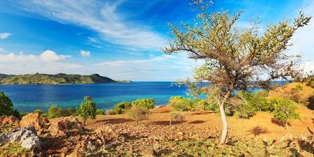 komodo: Panorama di Seraya dell'isola. Parco Nazionale di Komodo