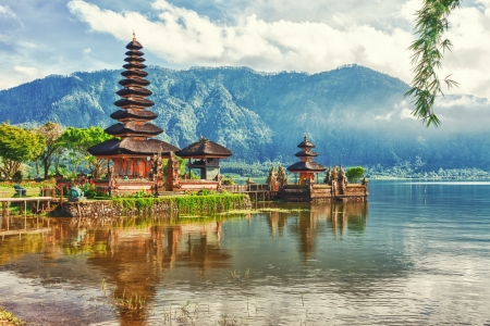 pura: Pura Ulun Danu temple on a lake Beratan  Bali Stock Photo