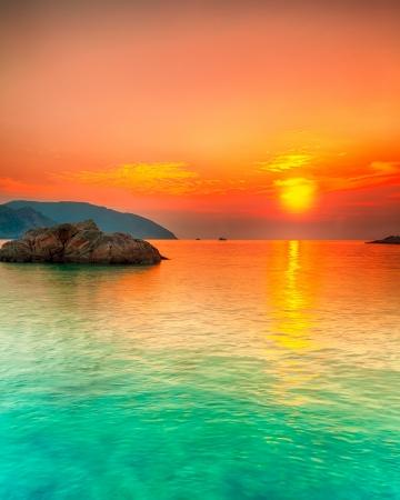 Zonsondergang over de zee. Con Dao. Vietnam