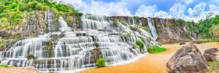 Mooie Pongour waterval in Vietnam. Panorama
