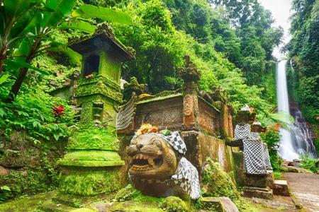 Mooie waterval in het regenwoud Bali Stockfoto