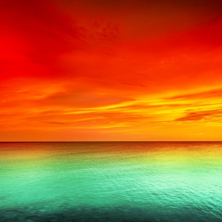 Hermosa puesta de sol sobre el mar Foto de archivo