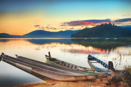Panorama of a Lak lake at sunrise 版權商用圖片