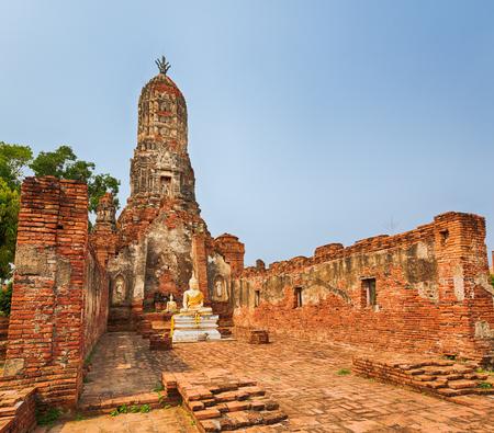 tha: Buddha statue in Wat Cherng Tha. Ayutthaya historical park.