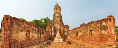 th�?¨: Estatua de Buda en Wat Cherng Tha. Parque hist�rico de Ayutthaya. Panorama