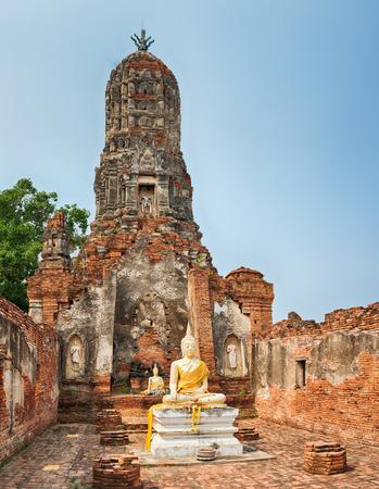 tha: Buddha statue in Wat Cherng Tha. Ayutthaya historical park.  Stock Photo