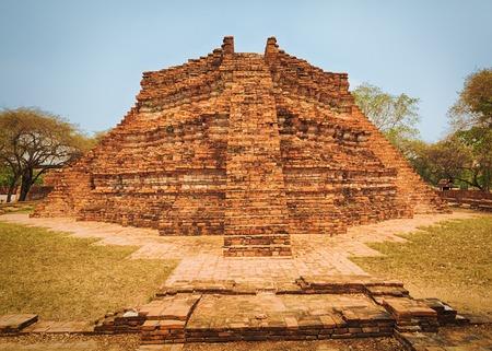 phra nakhon si ayutthaya: Wat Wora Pho.Ayutthaya historical park.