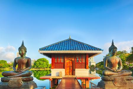 Seema Malaka tempel op Beira Lake. Colombo, Sri Lanka