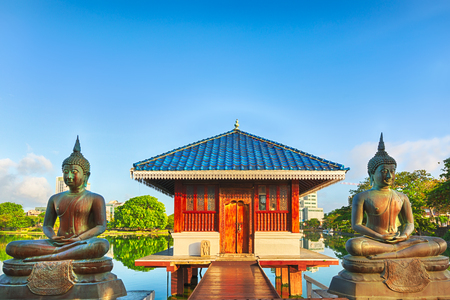 templo: Seema Malaka templo en Beira Lago. Colombo, Sri Lanka