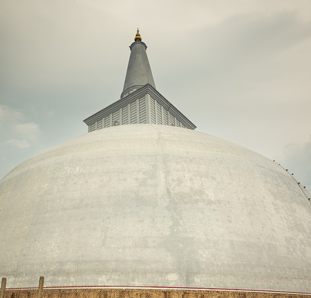 vihara: Ruwanwelisaya dagoba in the sacred world heritage city of Anuradhapura, Sri Lanka Stock Photo