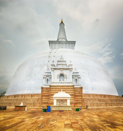 dagoba: Ruwanwelisaya dagoba in the sacred world heritage city of Anuradhapura, Sri Lanka Stock Photo