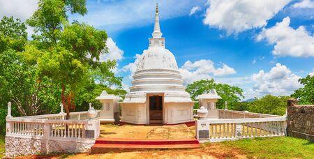 dagoba: Avukana dagoba near Kekirawa, Sri Lanka. Panorama