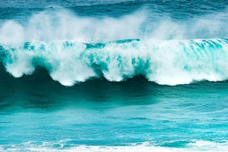 granola: Gran ola del océano Índico. Gris Gris playa. Mauricio Foto de archivo