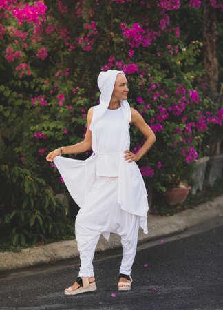 Fashion portrait of a beautiful woman outdoor 免版税图像