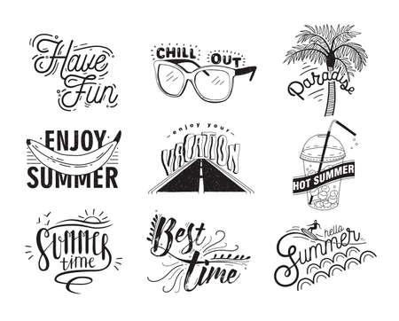 Vector conjunto de letras dibujadas a mano con inscripciones Disfrute, hola verano, paraíso, verano caliente, relajarse, divertirse, disfrutar de sus vacaciones, el mejor momento. Colección tipográfica con ilustraciones.