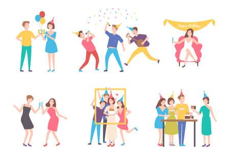 Collection de personnes célébrant un anniversaire - manger un gâteau, faire une photo de groupe, chanter, boire des cocktails. Personnages de dessins animés plats isolés sur fond blanc. Illustration vectorielle coloré