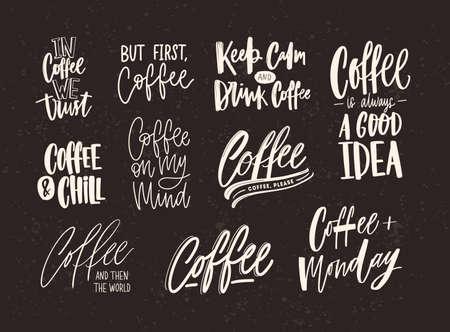 Raccolta di lettere di caffè isolato su sfondo scuro. Insieme di citazioni e frasi scritte a mano con vari caratteri calligrafici. Fascio di elementi scritti o iscrizioni.