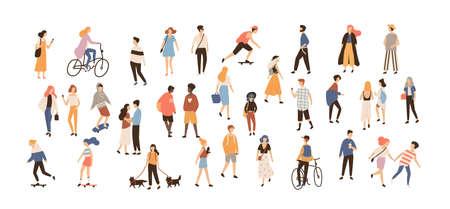 Folla di persone che svolgono attività all'aperto estive. Gruppo di personaggi dei cartoni animati piani maschii e femminili isolati su fondo bianco. Illustrazione vettoriale