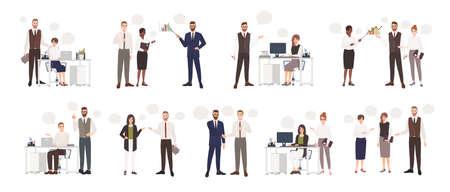Satz männliche und weibliche Büroangestellte, die miteinander sprechen. Geschäftsleute oder Angestellte, die mit Kollegen kommunizieren, verhandeln, Präsentationen halten. Bunte Vektorillustration der flachen Karikatur