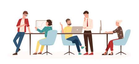 Uomini e donne seduti alla scrivania e in piedi in un ufficio moderno, lavorando al computer e parlando con i colleghi. Lavoro di squadra efficace e produttivo. Illustrazione vettoriale colorato in stile cartone animato piatto
