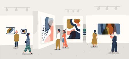 Odwiedzający wystawę oglądający nowoczesne obrazy abstrakcyjne w galerii sztuki współczesnej. Osoby dotyczące twórczych dzieł sztuki lub eksponatów w muzeum. Ilustracja wektorowa kolorowe w stylu cartoon płaskie.
