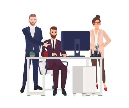 Gestionnaires masculins travaillant sur ordinateur au bureau, apportant des corrections au projet, travailleuse en colère ou patron debout à côté. Personnages de dessins animés isolés sur fond blanc. Illustration vectorielle plane Vecteurs