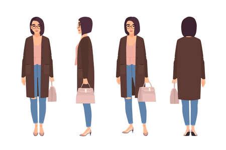 Mujer sonriente vestida con ropa casual elegante. Chica guapa con jeans y chaqueta de punto y sosteniendo el bolso. Personaje de dibujos animados femenino aislado sobre fondo blanco. Ilustración de vector de dibujos animados plana
