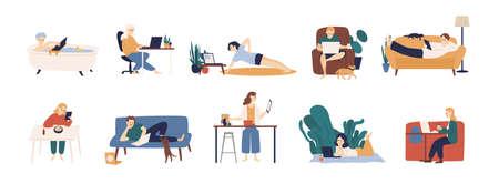 Colección de personas que navegan por internet en sus computadoras portátiles y tabletas. Conjunto de hombres y mujeres que pasan tiempo en línea aislado sobre fondo blanco. Ilustración de vector colorido en estilo de dibujos animados plana