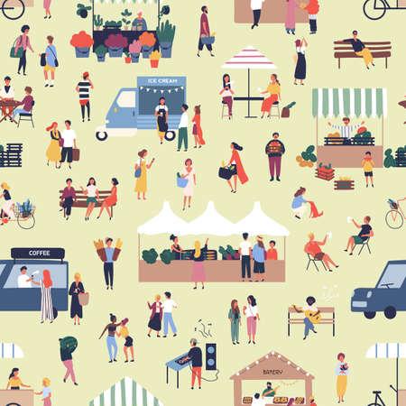 Nahtloses Muster mit Menschen, die Waren auf dem saisonalen Markt für Streetfood kaufen und verkaufen. Kulisse mit Männern und Frauen, die zwischen Ständen oder Kiosken auf der Outdoor-Messe spazieren. Flache Cartoon-Vektor-Illustration Vektorgrafik