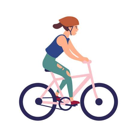 Mujer joven feliz en bicicleta de montar a caballo del casco. Personaje femenino sonriente en bicicleta aislado sobre fondo blanco. Ciclista participando en carrera deportiva. Ilustración de vector colorido en estilo de dibujos animados plana