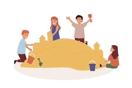 Glückliche Kinder, die in der flachen Vektorillustration des Sandkastens spielen. Kinder bauen Sandburgen. Vorschulkind-Freunde-Zeichentrickfilm-Figuren isoliert auf weißem Hintergrund. Kindergartenaktivität, Kindheit Vektorgrafik