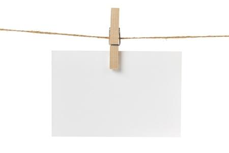varal: em branco cart�o de papel de suspens�o, isolado no branco Banco de Imagens