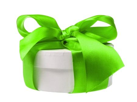 cilinder: contenitore di regalo rotondo avvolto con il nastro, isolato su sfondo bianco