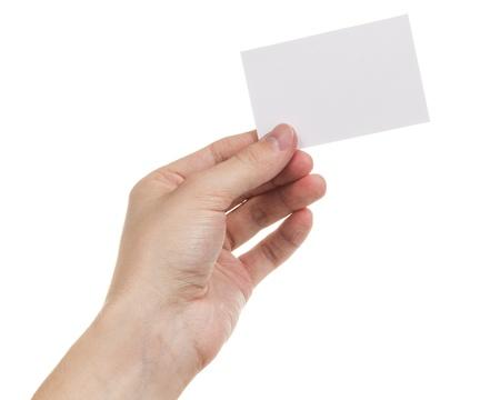 alzando la mano: la mano del hombre adulto que sostiene la tarjeta en blanco, aislados en blanco Foto de archivo
