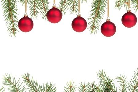 kerstboom met rode ballen, met witte kopie ruimte