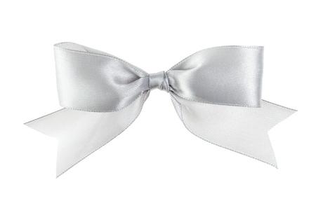 Silber festlichen Bogen mit Schwänzen aus Band gemacht, isoliert auf weiß