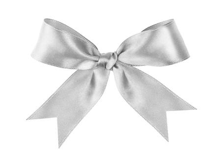 moños navideños: plata atado arco festivo hecho de la cinta, aislado en blanco Foto de archivo