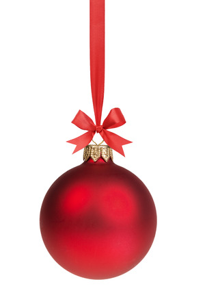 赤いクリスマス ボールを白で隔離される弓とリボンに掛かっています。