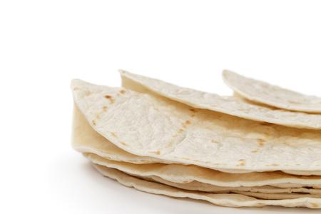 tarwe ronde tortilla's, geïsoleerd op een witte achtergrond